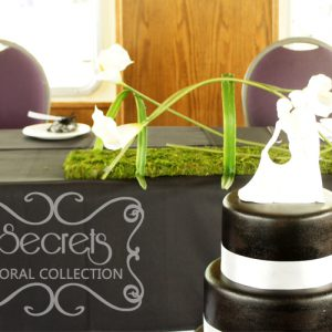 Head Table Arrangement of Artificial Calla Lilies on Green Moss Mat