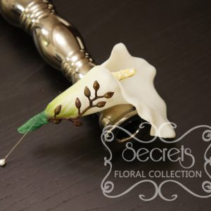 Best Man and Groomsmen Boutonniere -- Artificial White Calla Lily and Brown Eucalyptus Seeds with Pearl Pin