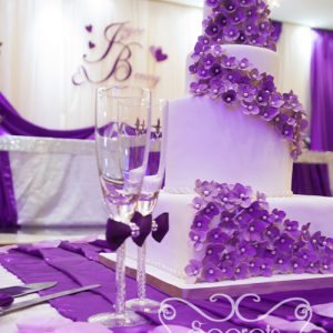 Close-up of the cake. Love the purple hydrangea on the cake! So pretty!